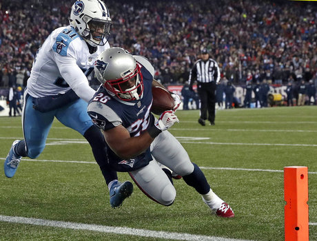 Titans Toppled in AFC Divisional Playoff Game By Patriots 35-14 to End Season